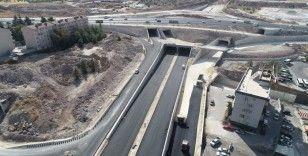 Çevik Kuvvet Köprülü Kavşağında yan yollar asfaltlanıyor