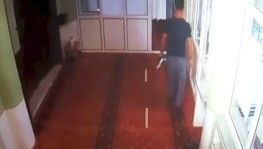 Vicdansız hırsız camiden bağış kutusunu çaldı