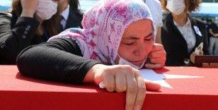 Trafik kazasında şehit düşen polis gözyaşları arasında uğurlandı