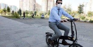 Başkan Beşikçi belediye binasına bisikletle geldi