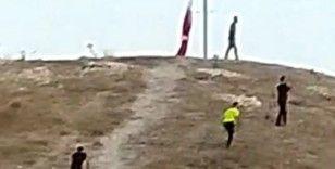 Türk Bayrağını indirme girişimi