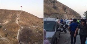 Şanlıurfa'da Türk bayrağını indirmeye çalıştığı iddia edilen kişi gözaltına alındı