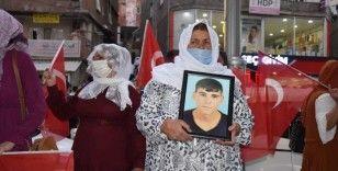 Şırnak'ta yakınları dağa kaçırılan aileler HDP binası önünde eylem yaptı
