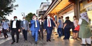 Vali Münir Karaloğlu, Covid-19'a yönelik yaptığı denetimlerini Gazi Caddesiyle sürdürdü