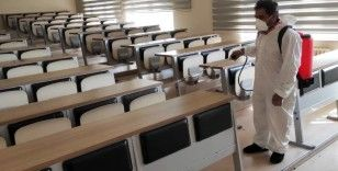 Büyükşehir belediyesi YDS öncesi okullaru dezenfekte etti