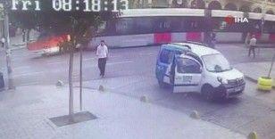 Tramvay ile otobüsünün çarpışma anı kamerada