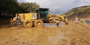 Sağanak nedeniyle kapanan Yedisu-Karlıova kara yolu açıldı