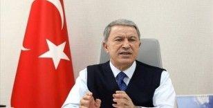 Bakan Akar, Azerbaycan Savunma Bakanı Hasanov ile telefonda görüştü