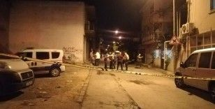 İzmir'de bıçaklı kavga: 1'ağır 2 yaralı