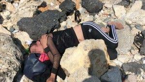 Genç kadını dövüp kayalıklara attılar