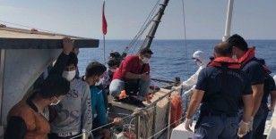 Mersin açıklarında 90 düzensiz göçmen yakalandı
