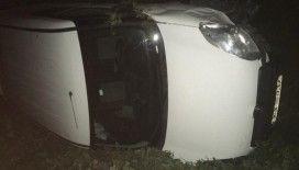 Otomobilin çarptığı hafif ticari araç şarampole yuvarlandı: 2 yaralı
