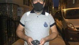 Bakırköy'de sokakta bulduğu paranın sahibini arıyor
