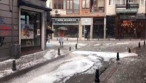 İstanbul'da ceviz büyüklüğünde dolu yağdı