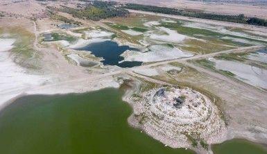 Kuş cennetinde sular çekildi, 'Pelikan Adası'na yol açıldı