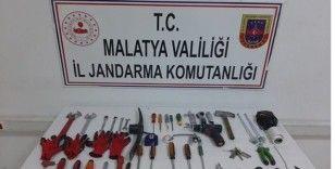 Hırsızlar fotokapan ile yakalandı