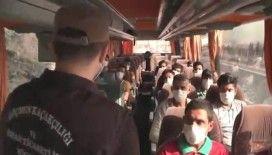 Kocaeli'de yolcu otobüsünde 14 düzensiz göçmen yakalandı: 2 gözaltı