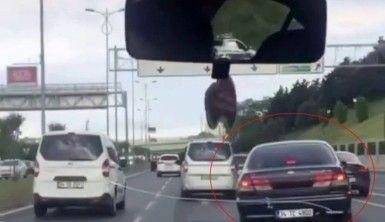 İstanbul trafiğinde 'makas' terörleri kamerada
