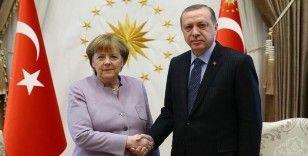 Erdoğan, Merkel ile video konferans görüşmesi gerçekleştirdi, Merkel AB-Türkiye ilişkilerinin iyileştirilmesini istedi