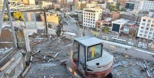 Meydan projesi kapsamında 'Diyarbakır'ın Gökdeleni'nin yıkımına başlandı