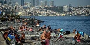 İstanbullular serinlemek için denize girdi