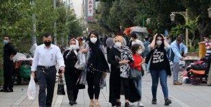 İran'da son 24 saatte Kovid-19'dan 230 kişi hayatını kaybetti
