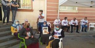 HDP önündeki evlat nöbeti eylemine bir aile daha katıldı