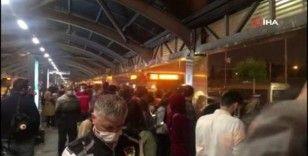 Mecidiyeköy'de metrobüs arıza yaptı, durakta yoğunluk oluştu