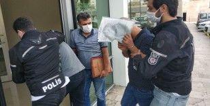 Araçlarında esrar ele geçen 2 kişi tutuklandı
