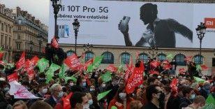 Fransa'da 'nesli bozmaya yönelik' biyoetik yasa tasarısı protesto edildi