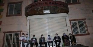 HDP önünde evlat nöbeti tutan aileler, gece nöbetine geçti