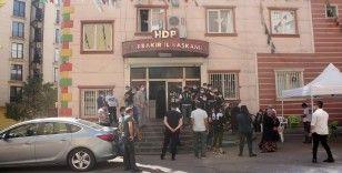 HDP önündeki ailelerin evlat nöbeti 403'üncü gününde