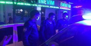 Kazadan kaçmak isteyen gençler maskesizlikten dolayı ceza yedi
