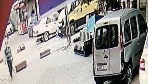 Esenyurt'ta çocuğu çarpan minibüsçüye meydan dayağı
