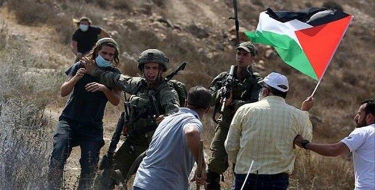 Yahudi yerleşimcilerden topraklarını işgal ettikleri Filistinlilere karşı ırkçı tabela