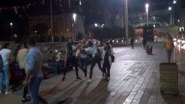 Taksim Meydanı'nda tekme ve tokatlı kavga kamerada