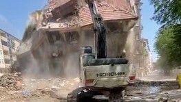Elazığ'da 'korna' sesi ile 4 katlı bina yıkıldı