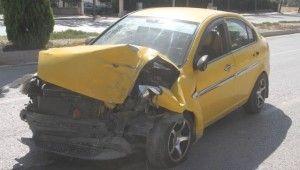 Elazığ'da hafif ticari araç ile otomobil çarpıştı