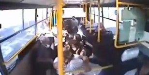 7 kişinin yaralandığı kazada otobüs içindekiler böyle savruldu