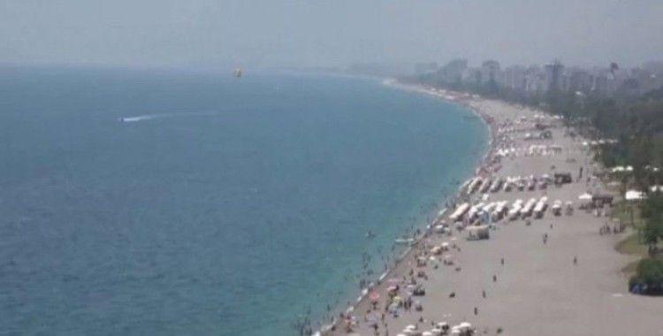 Hava ve deniz suyu sıcaklığı eşitlendi, tatilciler soluğu plajda aldı