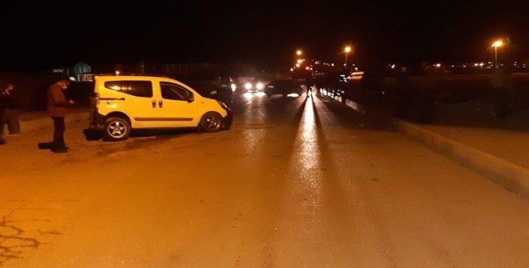 Van'da kamyonetle otomobil çarpıştı: 4 yaralı