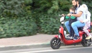 Motosiklet üzerinde tehlikeli yolculuk