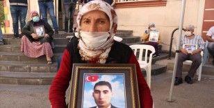 Diyarbakır annelerinden Teker: Oğlum gelene kadar buradan kalkmayacağım