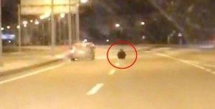 Otoyolda yol ortasına oturan kadın, ölüme davetiye çıkardı