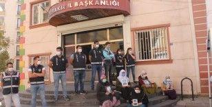 HDP önündeki ailelerin evlat nöbeti direnişi 406'ncı gününde