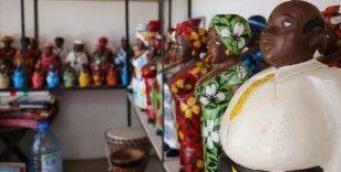 Senegal'in tarihi el sanatları pazarı salgına rağmen turist yolu gözlüyor