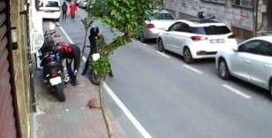 İstanbul'un göbeğinde saniyeler içerisindeki motosiklet hırsızlıkları kamerada