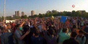 Pakistan'da kamu çalışanları hayat pahalılığını protesto etti