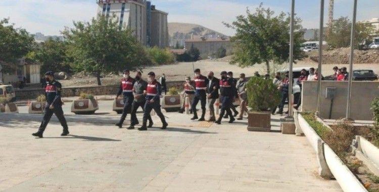 Elazığ'da 1 ton 841 kilo bakır kablo çalan 9 kişilik hırsızlık çetesi çökertildi