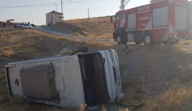 Malatya'da işçi servisi şarampole yuvarlandı